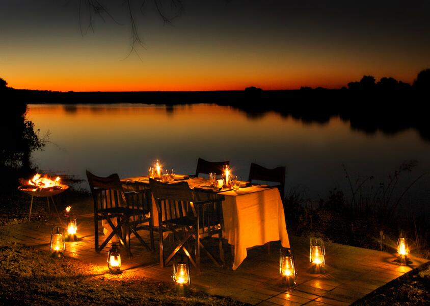 11_-Zambezi_Sands_-_Dining_on_the_river_banks.jpg