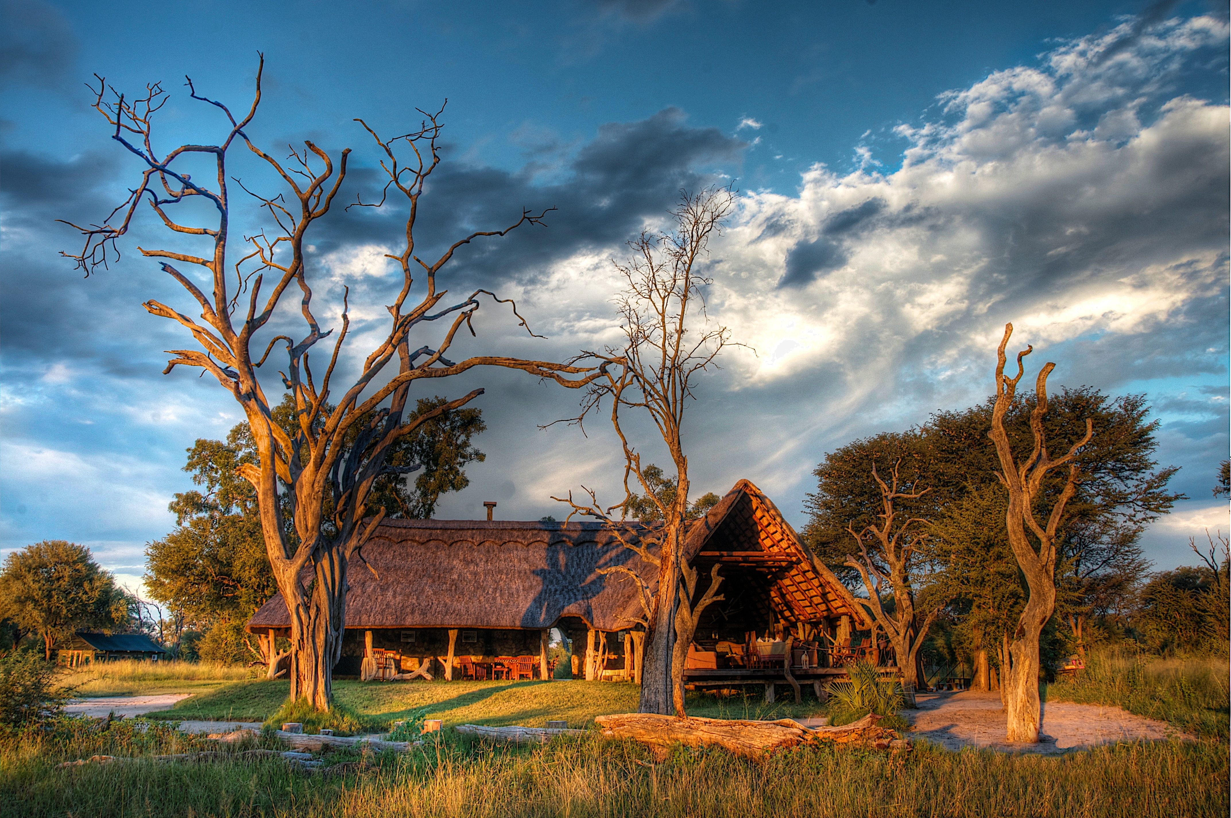 1_Bomani-_Main_lodge_offers_spectacular_views_over_our_pan.jpg