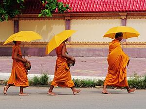 city-monks-people-siem-reap