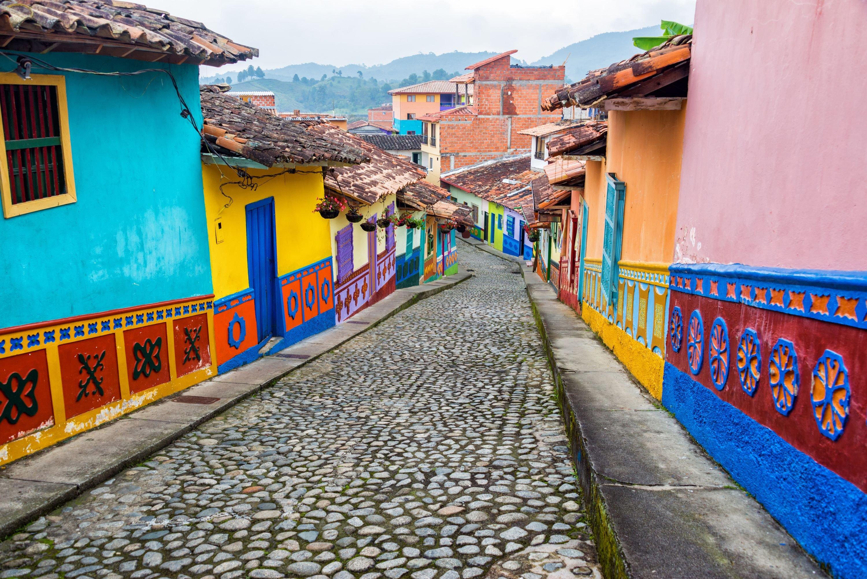 guatape-street-antioquia-14140
