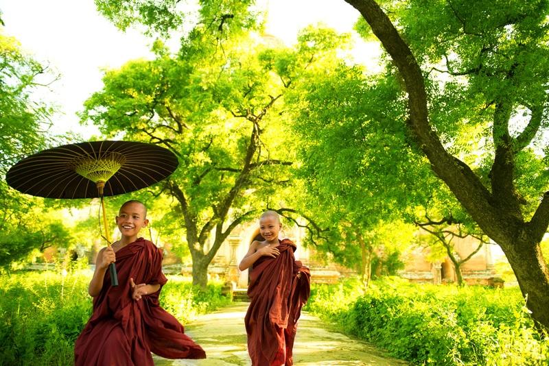Buddhist-monks-runn-47042113