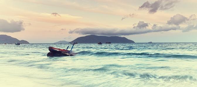 Waves in Con Dao